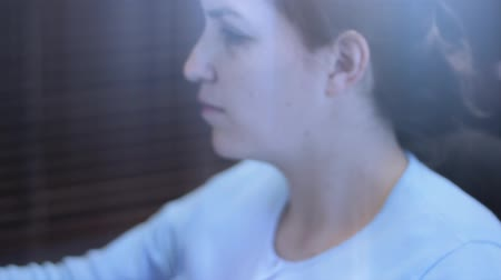 annelik : A young mother with her newborn baby working at her office Stok Video