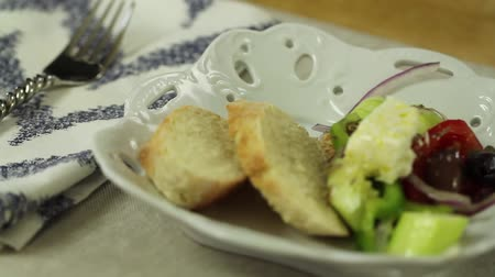 descamação : placing a greek salad on the table Stock Footage