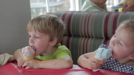 льдом : a family enjoying ice cream at an ice cream parlor