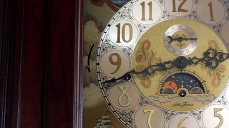 гравюра : Old Grandfather Clock dolly shot