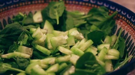 myjnia : preparing a salad