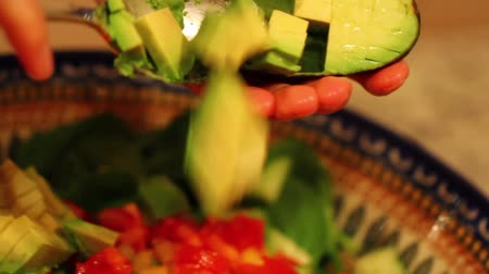 salad : preparing spinach salad for dinner Stock Footage