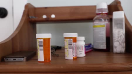 enfeksiyon : prescription drugs on a bedside table Stok Video