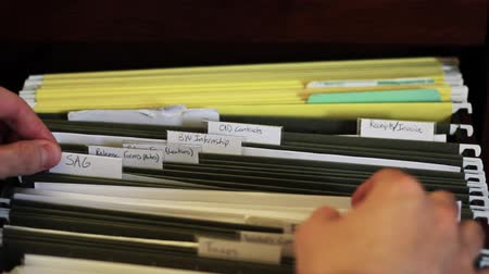 kabine : Remove Paper from Filing Cabinet Stok Video