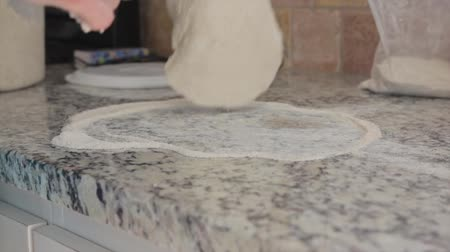 cozinhar : rolling out the pizza dough Stock Footage
