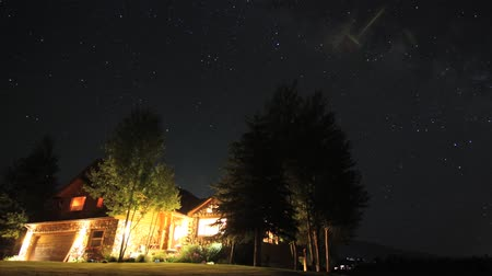 ranč : A beautiful starry timelapse over a home in the country dolly shot. When played full screen the stars are much brighter and there are more of them.  The small screen does not do it justice. Dostupné videozáznamy