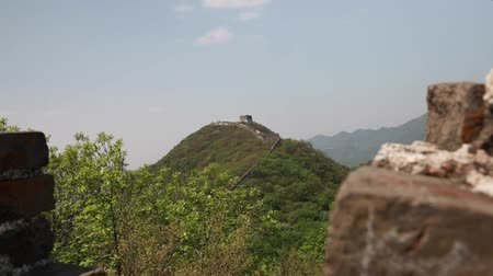 onarılmış : the ancient section of the great wall of china beijing jiankou Stok Video