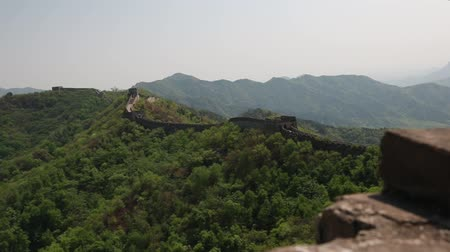 onarılmış : the incredible ancient section of the great wall of china beijing mutianyu se Stok Video
