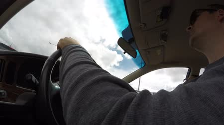 řídit : An interior timelapse shot of driving a car up a green canyon in the spring
