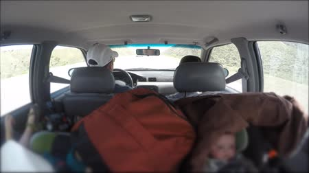 přezka : Timelapse of a family driving in car with infants Dostupné videozáznamy