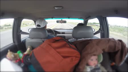 přezka : Timelapse of family driving in car with infants Dostupné videozáznamy