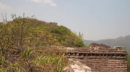 onarılmış : unrestored section of the great wall of china