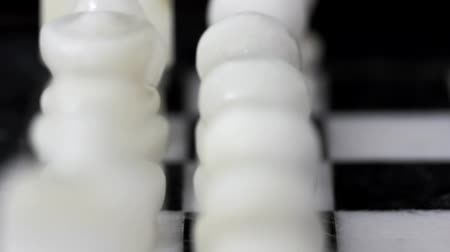 rytíř : White Chess Pieces Forward Dolly Shot Dostupné videozáznamy