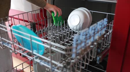 myjnia : woman loading the dishwasher rack