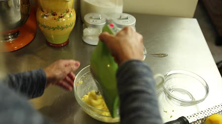 piekarz : woman mixing orange zest and sugar for orange rolls Wideo
