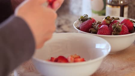 nasiona : Woman slicing strawberries Wideo