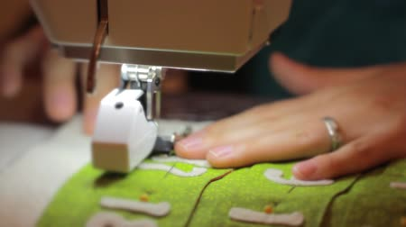 календарь : woman using sewing machine to make advent calendar Стоковые видеозаписи