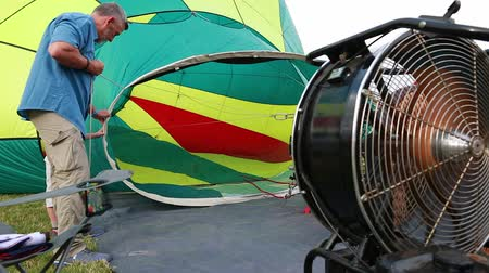 propane : A pilot prepares to fill up a hot air balloon Stock Footage