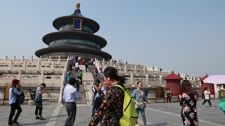 autoridade : tourists walking around the temple of heaven in beijing china