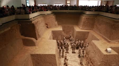 terrakotta : Tourists at the Terra Cotta Warrior Museum in Xian China during a Chinese holiday and tons of people