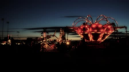 targi : Carnival Rides in a Big City