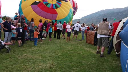慶典 : people at the freedom festival in provo utah a large hot air balloon festival around the fourth of july