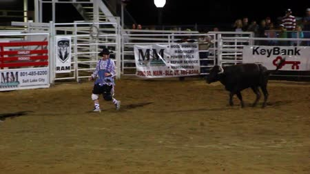 cowboy hut : Rodeo Clowns im Kampf mit einem Mad Bull Videos