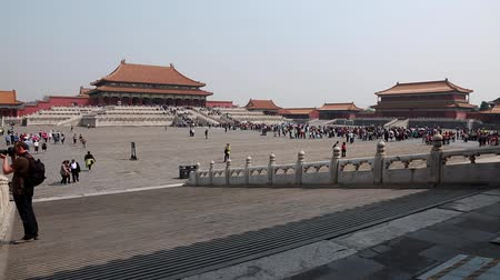 autoridade : tourists inside the forbidden city beijing china Stock Footage