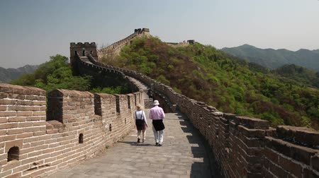onarılmış : the jiankou to mutianyu section of the great wall of china in near beijing.  man made wonder of the world.