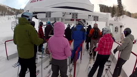 narciarz : skiers at park city utah in a winter blizzard Wideo