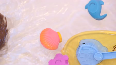 tuvalet : A fun little boy in bathtub with toys