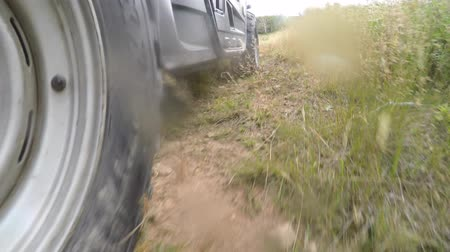 quatro : A low shot of a four wheeler side by side tire driving on dirt Vídeos