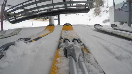 buty : A low shot of skis getting on lift on cold day Wideo