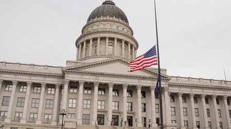 representante : A slow motion shot of flags at Utah State Capitol Building