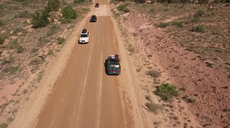 talaj : Aerial shot of a car driving through desert canyon in Utah Stock mozgókép