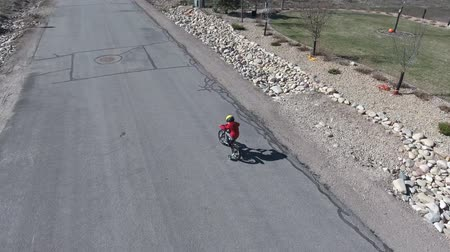 ludzik : Aerial shot of a cute little boy on a bike