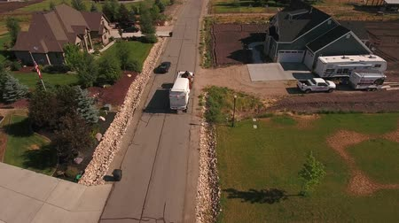 lixeira : Aerial shot of local garbage truck lifting the garbage cans Stock Footage