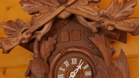 horas : Beautiful hand carved cuckoo clock on a wall
