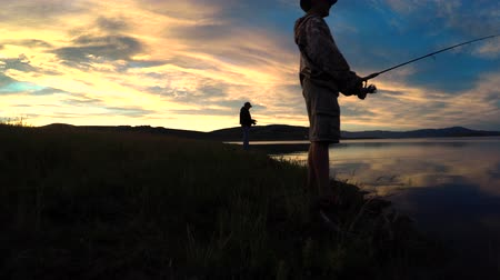 kabely : Family fishing on a lake at sunset in the mountains Dostupné videozáznamy