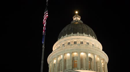 burocracia : Lights on the Utah State Capitol dome with flags