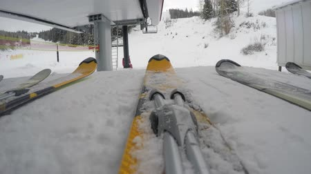 buty : Low shot of skis getting on lift on cold day Wideo