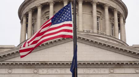 representante : Slow motion shot of the flags at Utah State Capitol Building Vídeos