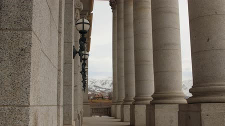 demokratický : The Granite pillars at Utah State Capitol Building dolly shot Dostupné videozáznamy