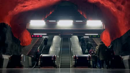 estocolmo : Time-lapse footage of people using escalators during rush hour at Solna Centrum metro station of famous Stockholms Tunnelbana in central Stockholm, Sweden