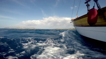żaglowiec : Ocean sail boat sailing on the sea low angle near water surface Wideo