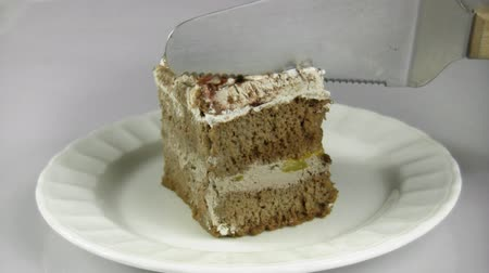 shovívavost : Cutting Chocolate Cake Slice