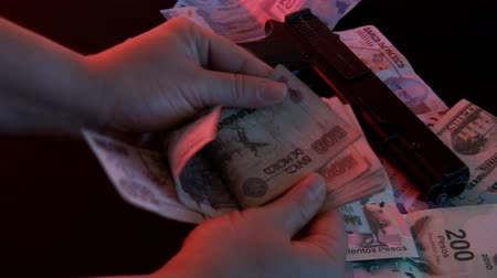 kokaina : Female Drug Dealer Counting Cash (HD). Mexican money exchanged for drugs with female dealer counting it.
