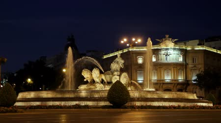 madryt : Cibeles Fountain At Night Madrid Spain (HD). This is the Cibeles fountain seen at night, located in Madrid, Spain.