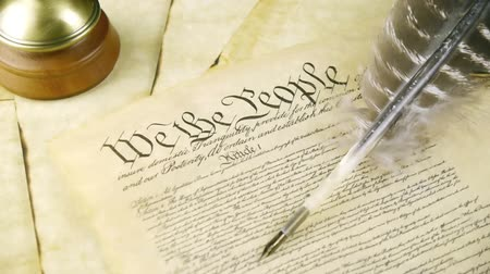 alkotmány : US Constitution Tilt Up (HD). US constitution parchment with feather quill shown with a slow up tilt movement.
