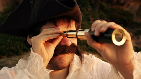 arka görünüm : Sailor Searching With Spyglass (HD). Pirate sailor with white shirt looking at the horizon with a spyglass at sunset close up. He later nods head in disappointment. Stok Video